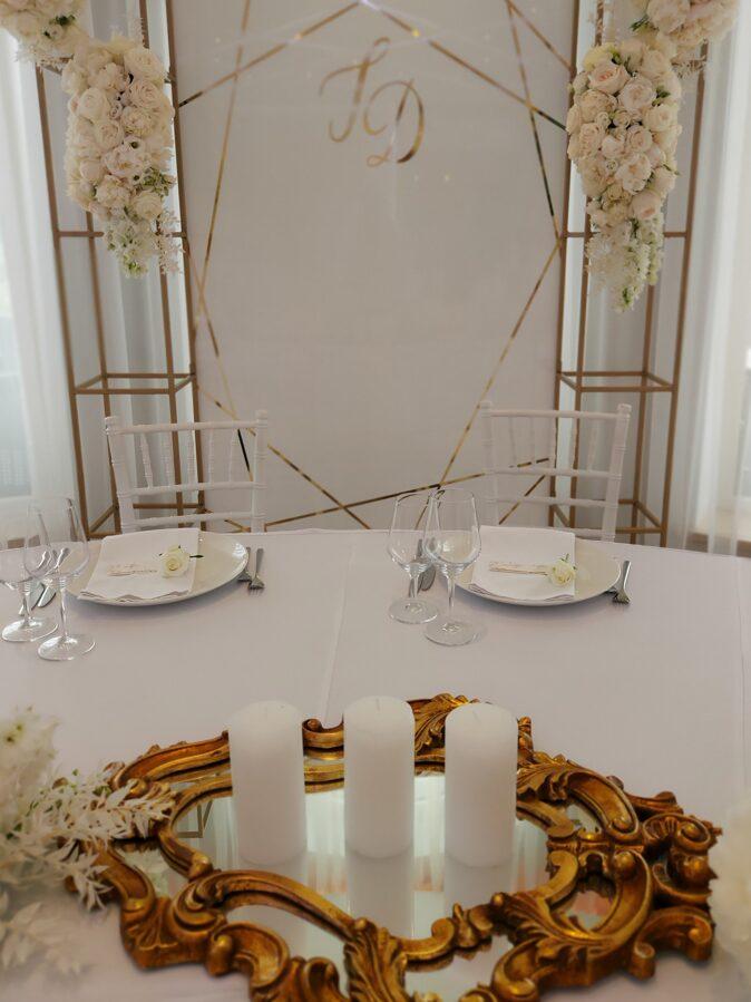 Antīks spogulis zelta krāsā 79 x 46cm