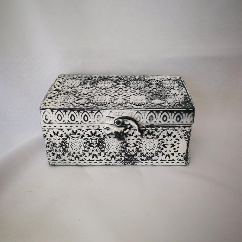 Metāla kastīte gredzeniem