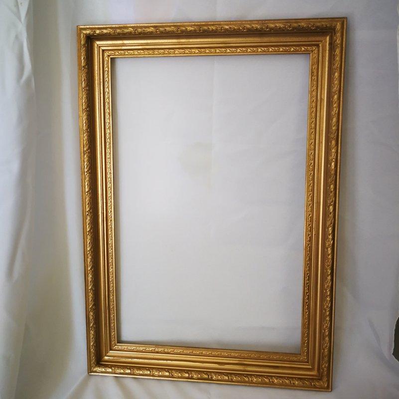 Rāmis zelta krāsā 48 x 68 cm