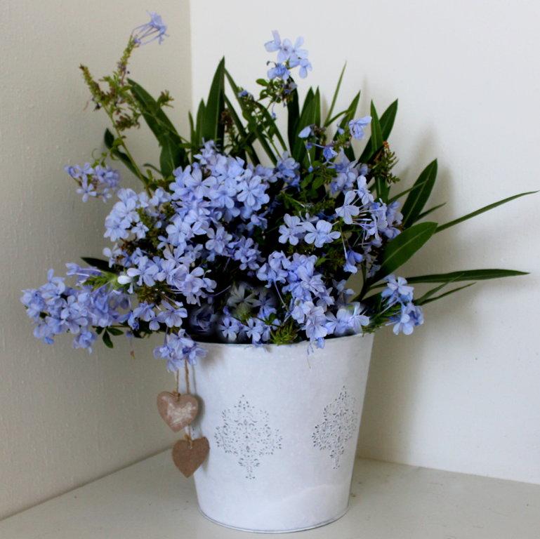 Metāla spainis ziediem, balts 22 cm