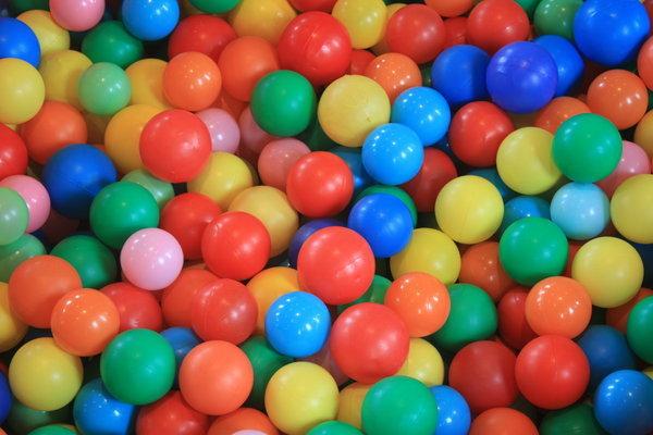 Baseins ar >1000 krāsainām bumbām (183 cm)