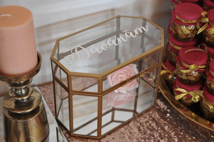 Dāvanu kaste, zelta tonī
